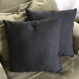 Set of Throw Pillows